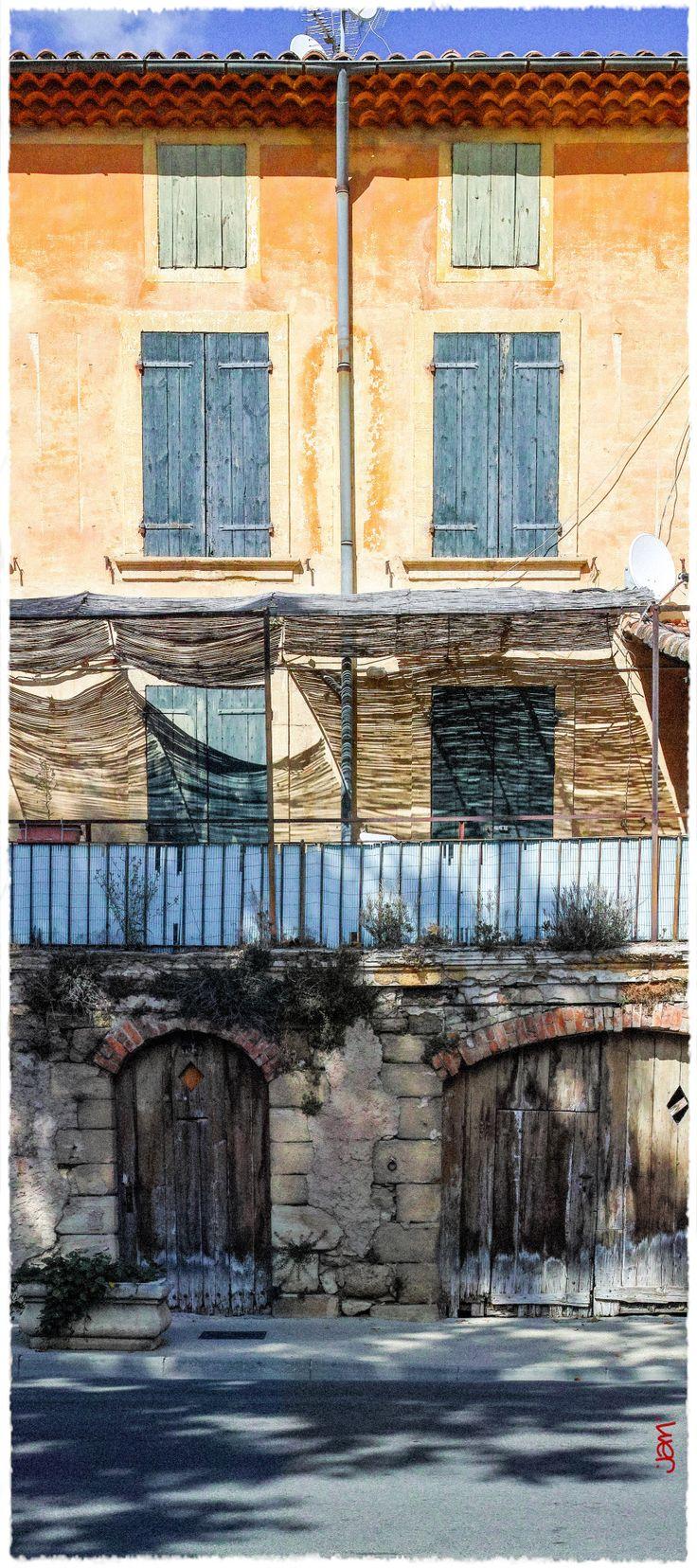 La Provence … au centre-ville de Jouques :-)