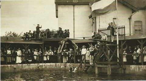 Badhuis, mijn eerste zwemlessen gehad!
