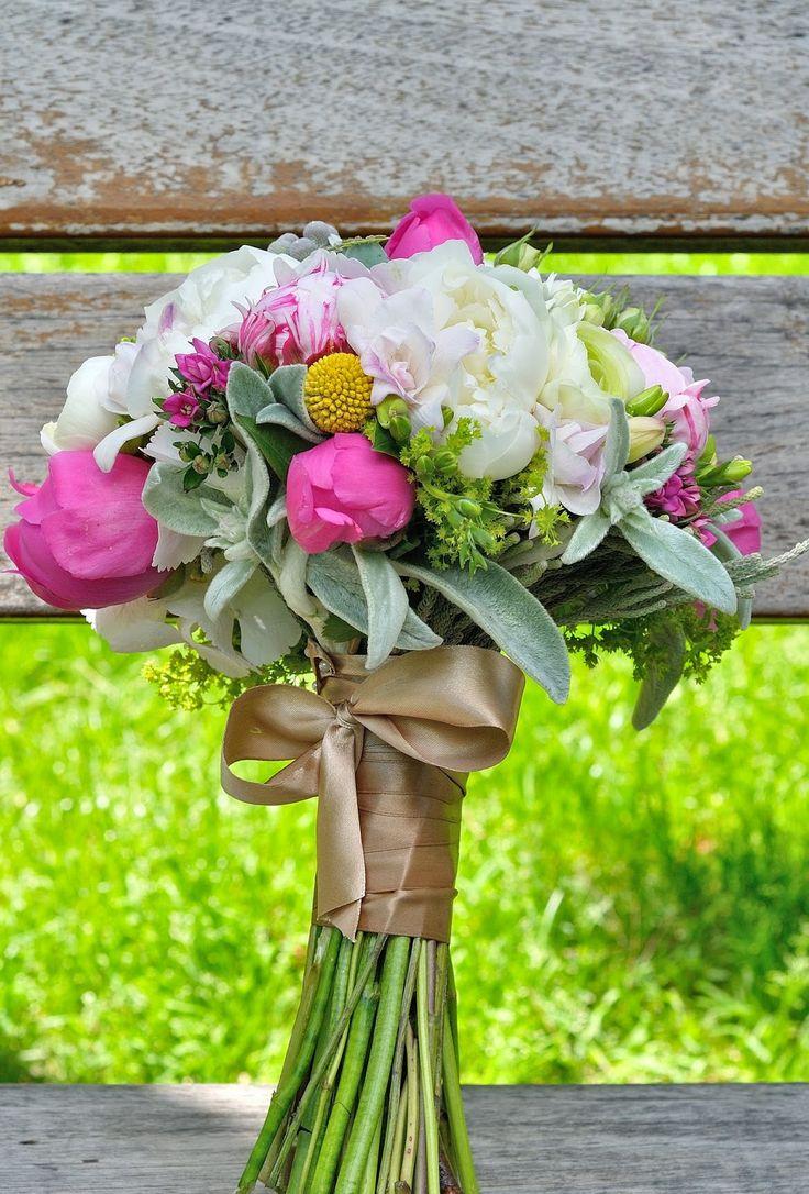 Flowers Garden Weddings: Buchet de mireasa cu bujori, miniroze, bouvardia, ...