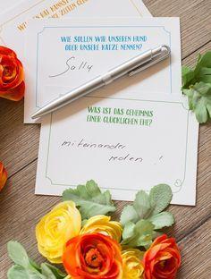 Fragen an die Hochzeitsgäste oder Gästebuch? Beides hilft um tolle Glückwünsche und Sprüche zu erhalten und die Gäste auf der Party zu unterhalten. #hochzeit #wedding #fragen #gästebuch #guestbook #fragekarten #spiele #hochzeitsspiel #braut #heiraten