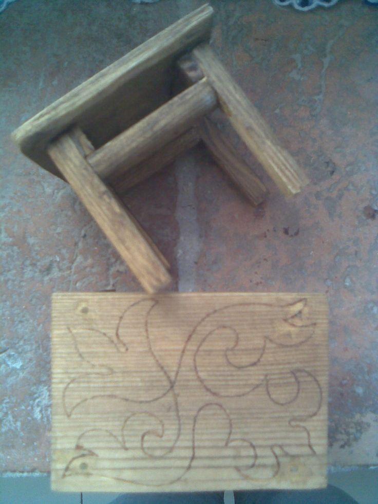 Мебель для кукол - журнальные сосновые столики. Mobile per le bambole - tavolini da caffè di abete.