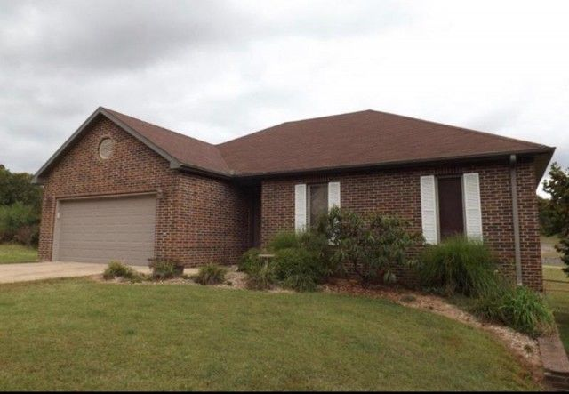 For sale in West Plains, MO – Contemporary brick and vinyl ranch-style home on a .29 acre lot in The Executive Kaywood Estates subdivision. This 3-4 bedroom, 3 bath home comes with a vaulted ceiling, hardwood floors and fireplace. The finished lower level includes a family room, rec room, a full bath, possible 4th bedroom, plus storage. It also includes a John Deere Room which could also be used as a workshop. Outside you'll find a patio area and deck plus Subdivision Club House.