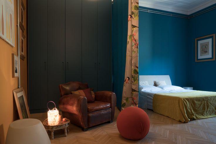 34_la-camera-da-letto En casa de la arquitecto marisa coppiano en torino   #artista #collage #arquitectura #interiordesign #vidriera #vetrata #escultura #lampara