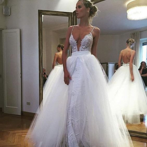 Love the tulle overskirt with the deep V bodice in this @bertabridal gown.