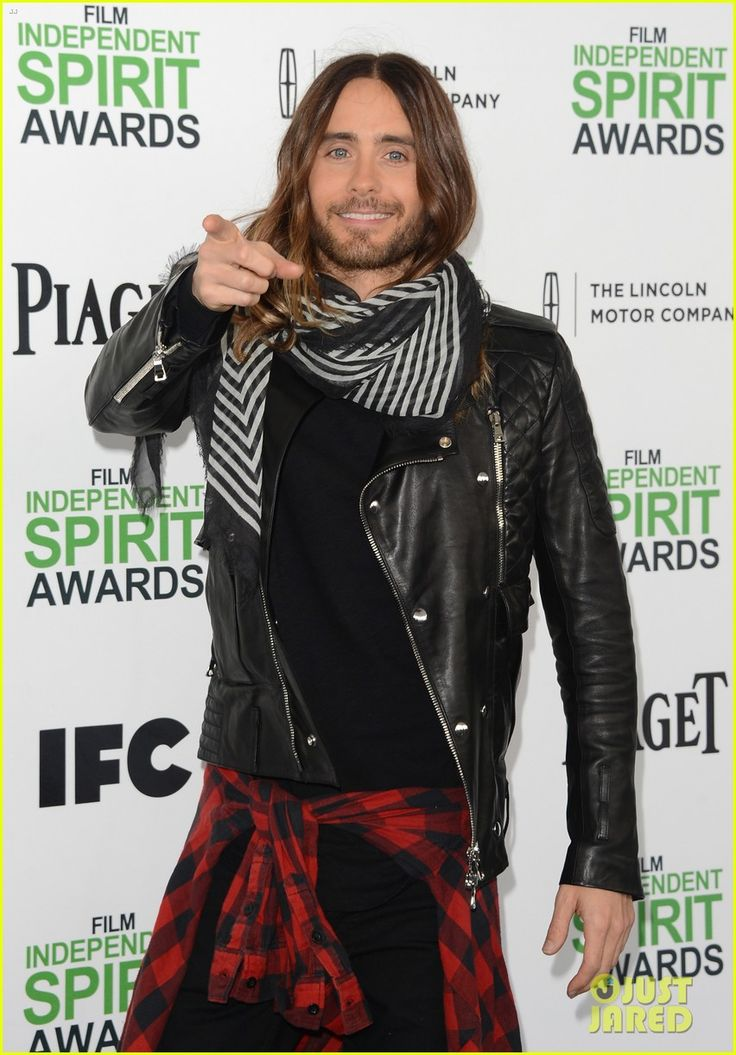 jared leto thanks future ex wife lupita nyongo at independent spirit awards 2014 02 Jared Leto points to the photographers while walking the carpet at the 2014 Film Independent Spirit Awards held at the beach on Saturday (March 1) in Santa Monica,…