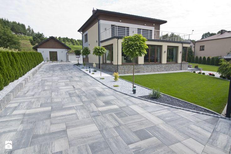 Otoczenie nowoczesnego domu jednorodzinnego. - Ogród - zdjęcie od Bruk-Bet