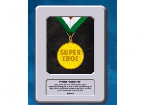 MEDAGLIA Supereroe. medaglia con dedica a tema da mettere al collo dotata di supporto da poter o appendere o appoggiare