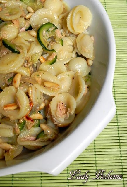 Italian Food,Cartoline antiche e orecchiette con zucchine, tonno e pinoli gailmencini.com