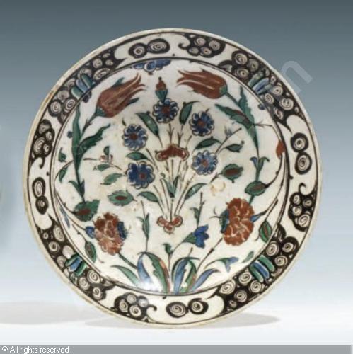 IZNIK CERAMIC, 17 > (Turkey)  Title : PLAT  Date :  PLAT sold by Millon & Associés, Paris, on Monday, June 04, 2012