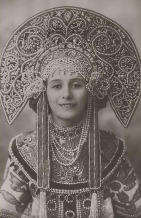 Anna Pavlova in her stunning Kokoshnik for her Russian Dance