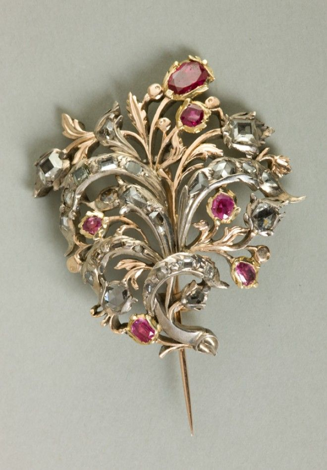 Gold brooch in the shape of a sprig by Anonymous, mid-18th century, Muzeum Narodowe w Krakowie (MNK)