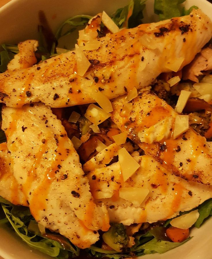 Light sucks but I scored a really delicious couple of pangasius filets yesterday. Added some seasoning sriracha mayonnaise and lime juice to a big bowl of salad. Win!  #fitness #protein #healthy #fitfam #gym #eatclean #cleaneating #foodporn #fit #gains #nutrition #health #lowcarb #fitlife #healthyeating #healthyfood #healthyliving #gainz #recovery #fuel #macros #gymlife #postworkoutmeal #homemade #foodie #food #foodgasm #foodporn #fitnesslifestyle
