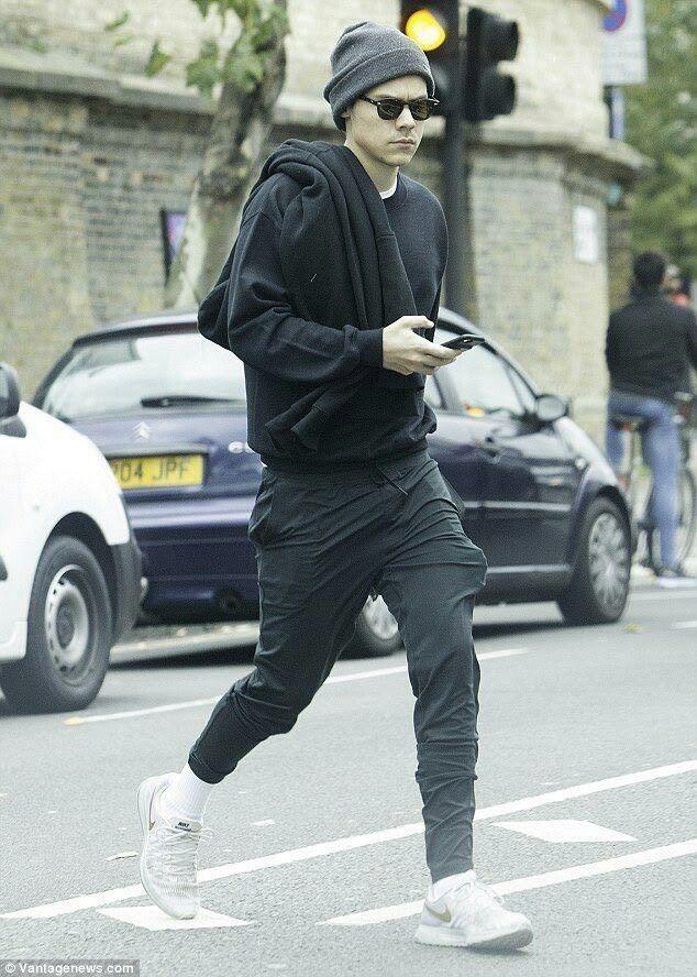 625aef1dd65 Harry in London! Harry in London! One Direction