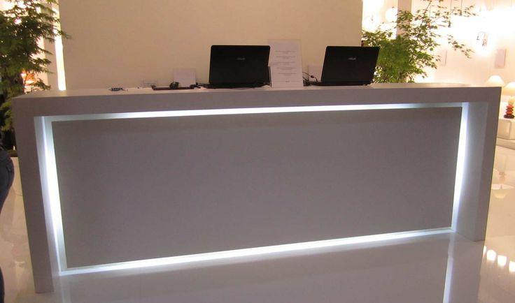 Светодиодная подсветка стойки для регистрации