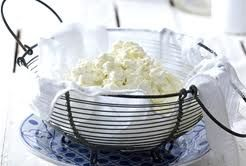 Zelf kwark maken. Zo kaas en yoghurt maken. Kan tegelijk.