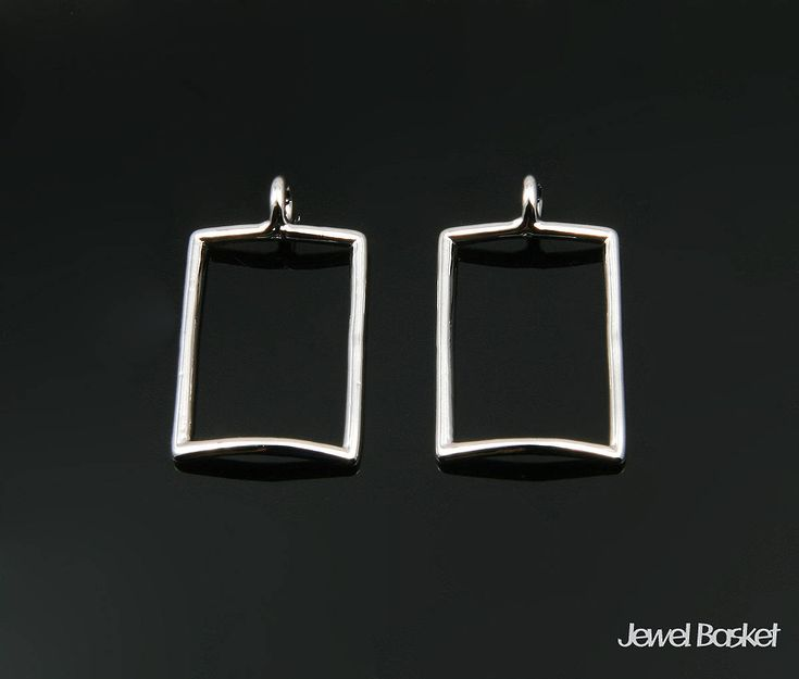 Excited to share the latest addition to my #etsy shop: 2pcs - Rectangle Pendant Outline in Rhodium - 2 pieces of Rectangle Outline / Shiny Rhodium / 10.5mm x 17.0mm / BS345-P http://etsy.me/2DZnHCd #supplies #silver #brass #rectangle #rectanglecharm #rectanglependant