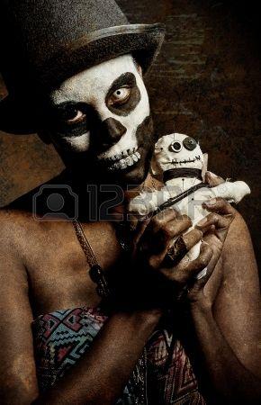 une pr tresse vaudou femme avec le visage peint Banque d'images