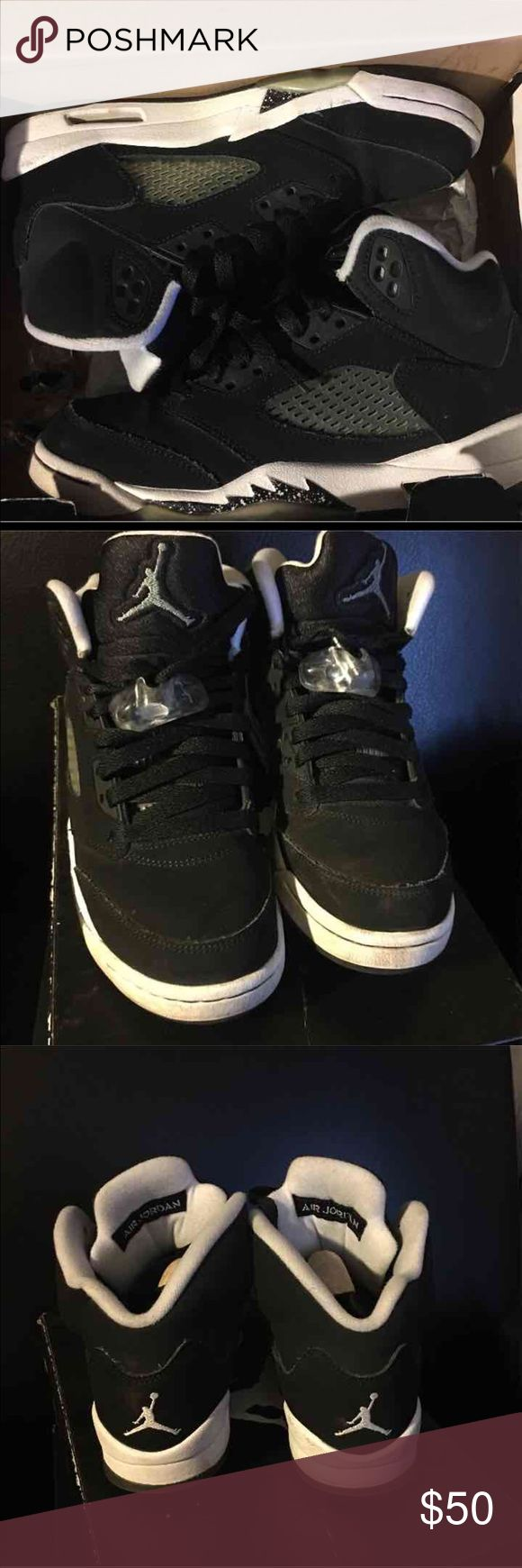 Jordan 5 Retro OREOS size 4.5 Authentic !! Gently used & well cared for. Still in very good condition!! Comes w original box and lace locks Jordan Shoes Sneakers