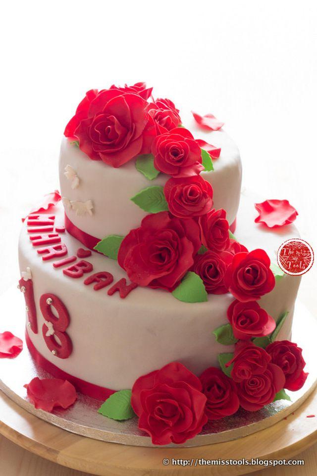 Torta con cascata di rose rosse - Red rose cascade cake