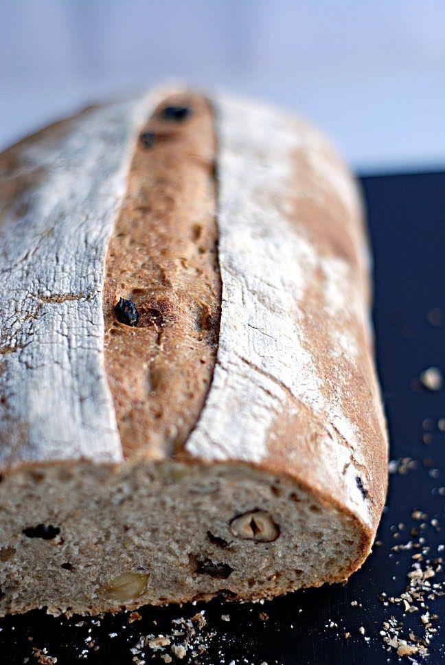 Trufla: Orzechy laskowe i suszona porzeczka. Chleb.
