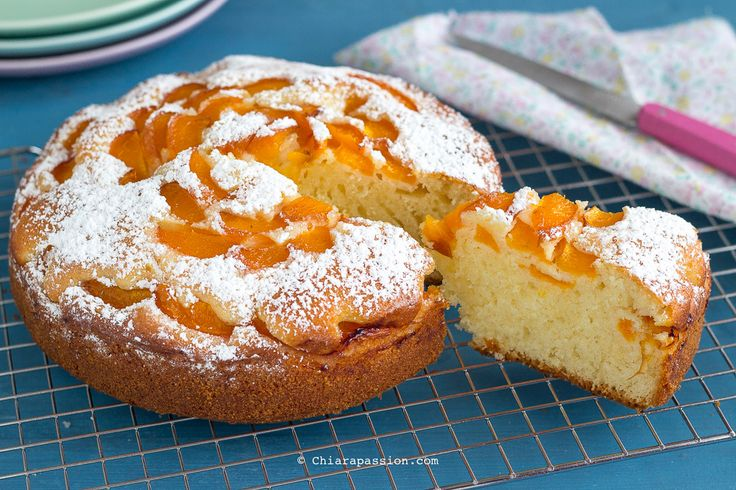 Torta morbida con albicocche e yogurt: con poco olio e senza burro, facile e buonissima. Apricots Cake Chiarapassion