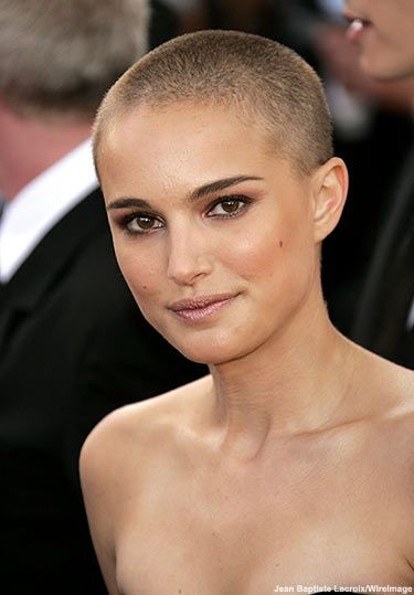 Not many woman can rock a shaved head but she looked absolutely beautiful with hers. #natalieportman