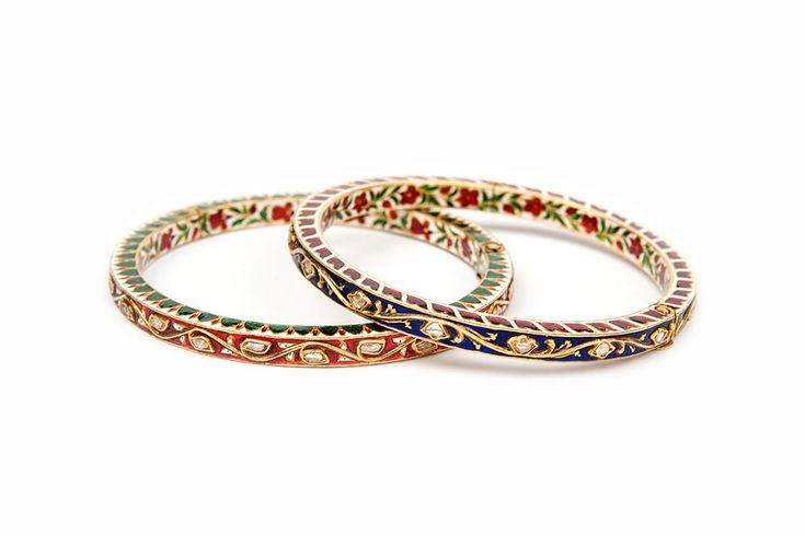A set of gold bangles, Churin, decorated with dark blue enamel, Nil Zamin and red enamel, Khoon e Kabouter. These bangles where worn in sets of 2 or 3 pairs in different colors.  India, Rajasthan, Jaipur, ca 1920
