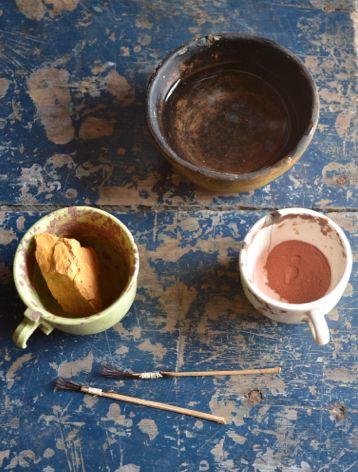 Barros de colores para decorar piezas en cerámica ( Vaupés - Colombia)