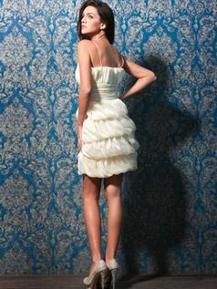 VILAVI Abiti offre belle vestiti di laurea e sexy scollo a V o profonde Sweet Heart VILAVI abiti di laurea per le vostre feste di laurea con i tuoi amici.