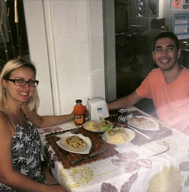 Nuestros amigos de Brasil disfrutando la gastronomía de la isla de San Andrés en la #HosteriaMarySol