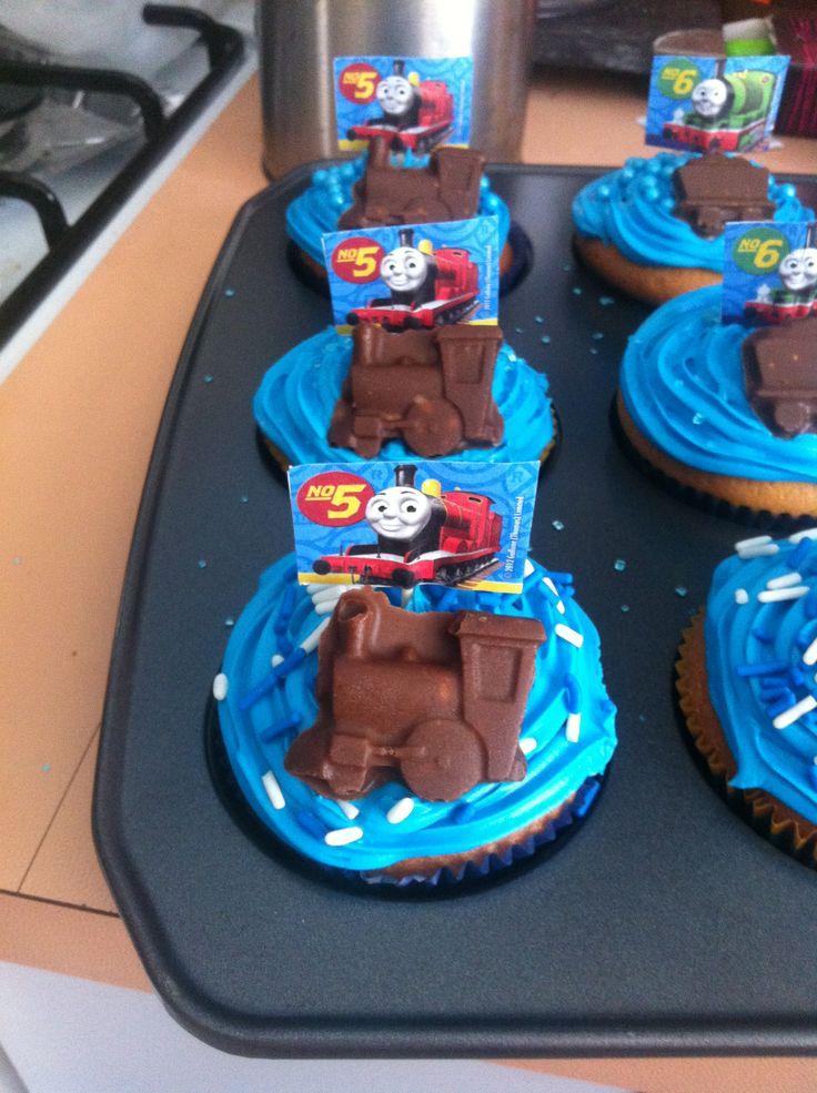 Thomas the tank engine cupcakes with chocolate train