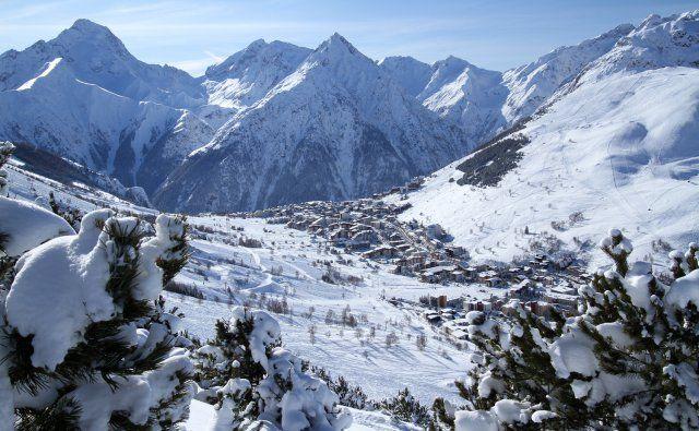 Vue sur la station des 2 Alpes  #les2alpes #travelski  Copyright © Office de Tourisme Les 2 Alpes / Bruno Longo