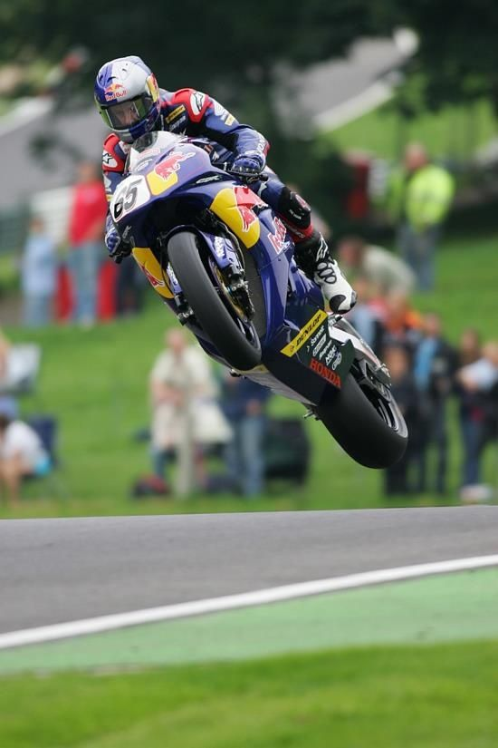 Awesome picture of Jonathan Rea getting some air over the mountain @ Cadwell Park