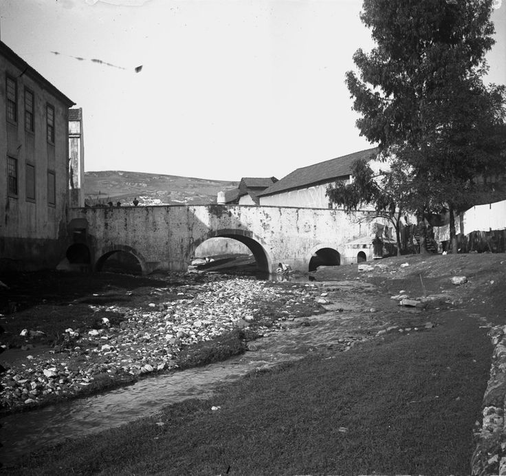 Ribeira de Alcântara a jusante da Ponte Nova, Lisboa, c. 1912. Paulo Guedes, in Arquivo Fotográfico da C.M.L..