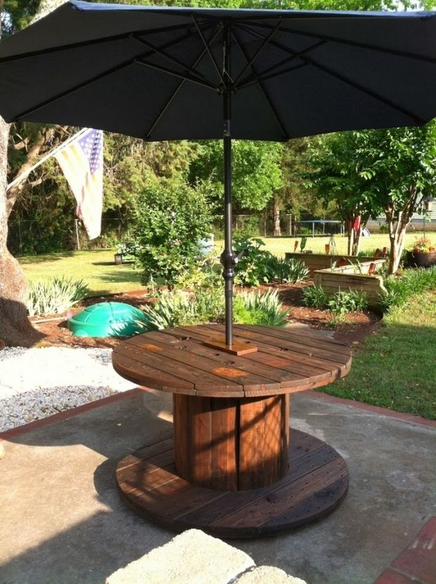 Wooden cable spool table - upcycling furniture idea. | Upcycling Gartenmöbel: Tisch aus einer alten hölzernen Kabeltrommel