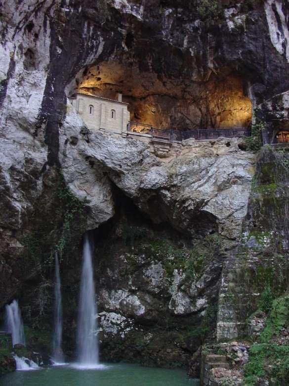 Virgen De Covadonga La Santina Virgen De La Cueva