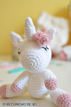 ¡Holi crocheteros! Después de haber publicado la traducción del patrón del unicornio amigurumi más bonito he decidido hacer este ...