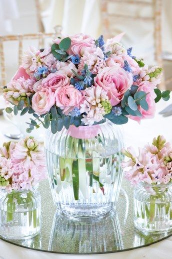 Wedding Magazine - Interflora's seasonal guide to wedding flowers