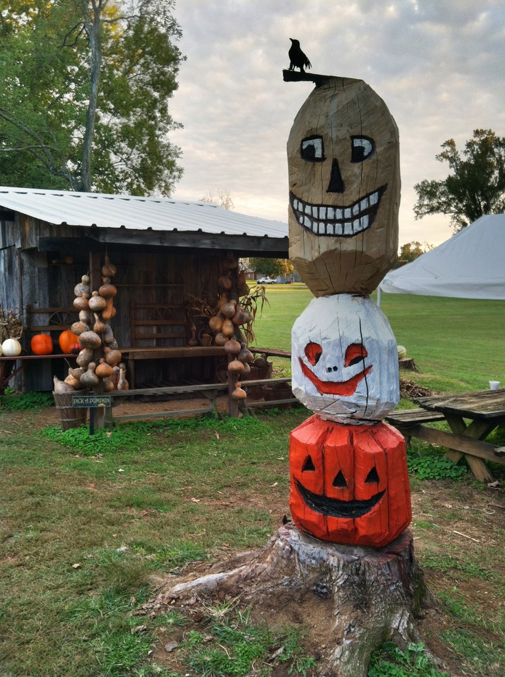 Chainsaw carved totem pole peters pumpkin patch st