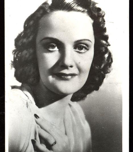 Tolnay Klári (1914-1998) A bájos színésznő első filmszerepét a Meseautóban kapta, később a Vígszínházban, a Madách Színházban és a Művész Színházban játszott. Darvas Iván volt a férje, idővel azonban elváltak.