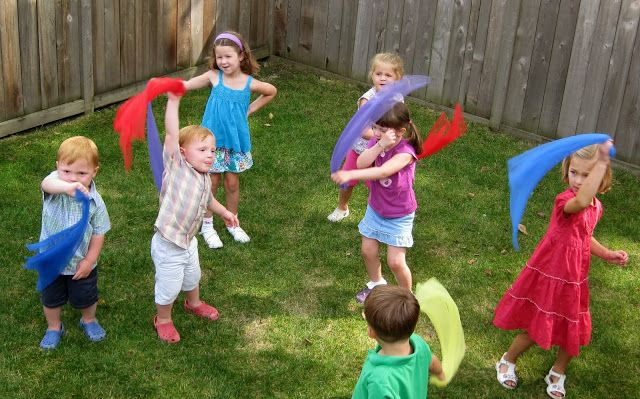Miss Carole from Macaroni Soup! here in the Windy City with a musical activity you can do any time of year - wind or no wind, Chicago or anywhere you call home. It's great for       gross motor skills      cross-lateral movement      spatial awareness      and coordination - all in one little song