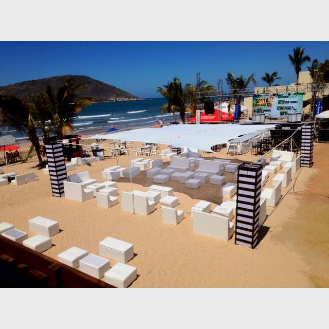 Montajes Lounge & columnas decorativas en playa !!