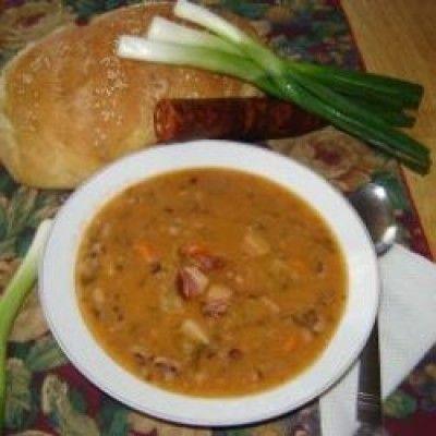 Pasulj (Servische bonensoep) is een lekker recept en bevat de volgende ingrediënten: 250 gr. gedroogde witte bonen, (bij toko o.i.d.)krabbetjes, schenk of gerookt spek, of verse worst., 3 wortels, 2 preien, 3 uien, 1 bol knoflook, peper, paprikapoeder, vegeta (kan je kopen bij de Turkse of wereldwinkel en toko), beetje olie en bloem