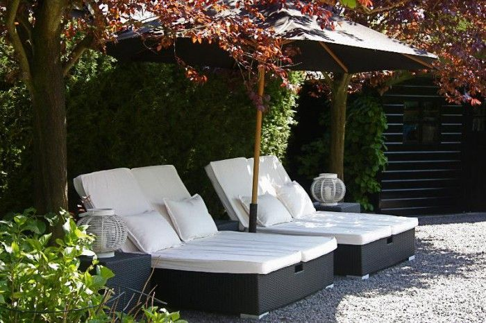 Mooie loungeplek voor de tuin. ook leuk om zelf te maken, met hout en kussens opleggen