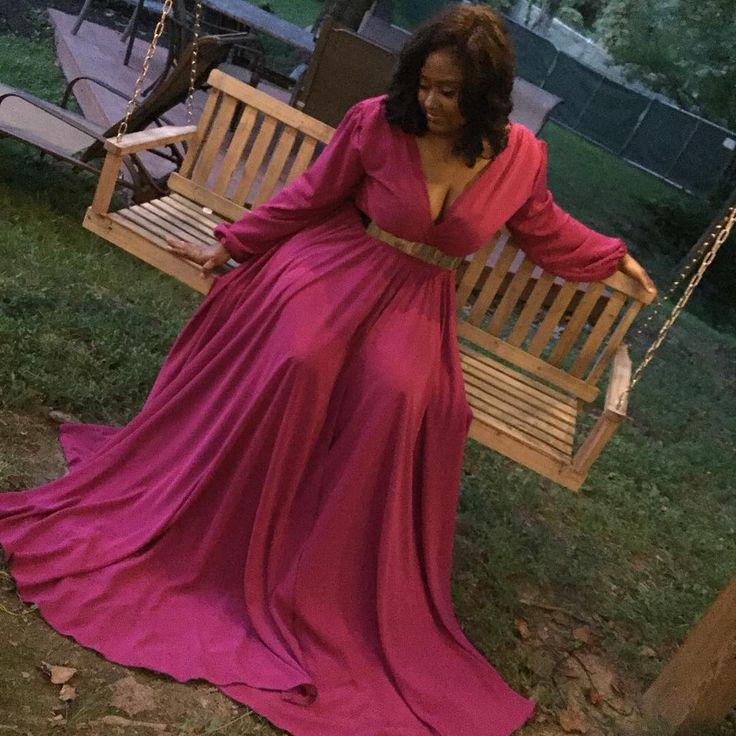 Jazmine Sullivan is WERKING this dress. I must have it one day. Lux Monroe is the designer.