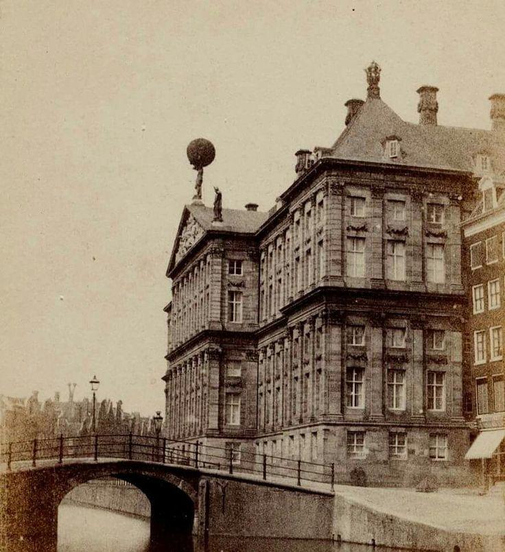 Nieuwezijds Voorburgwal ( nu gedempt) bij het Paleis op de Dam. 1860
