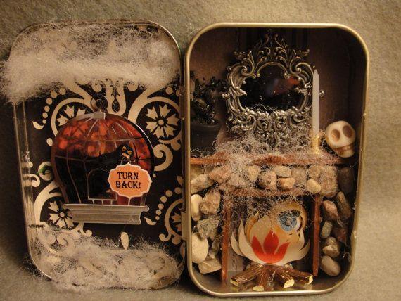 Halloween Haunted House Fire Mantel Altered Altoid Tin por ApeNsons