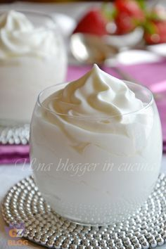 Mousse au yaourt. Crème et yaourt. Comme base de desserts ou pour garnir un gâteau. - Mousse allo yogurt