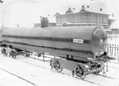 Общий вид вагона-цистерны для перевозки нефти. Дата: 1912 г. Место съемки: г. Н.Новгород Автор: М.П. Дмитриев