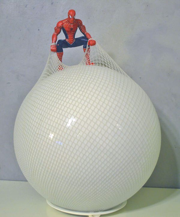 lampara spiderman ikea hack 3 Hacks de Ikea para iluminar y alegrar  el dormitorio de los niños